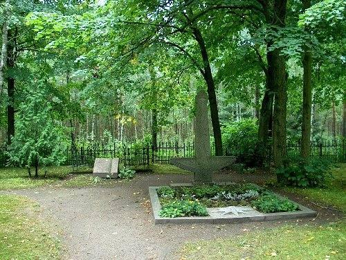 Die Grabstätte von J. Zilius-Zilinskas und L. Stulpinas, 2002.